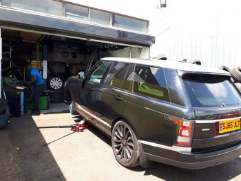 Range Rover tyres fitting by Deals on Tyres Ltd. 3