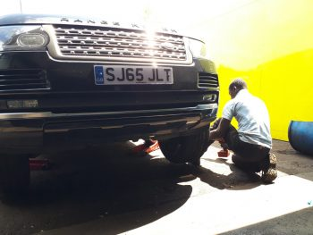 Range Rover tyres fitting by Deals on Tyres Ltd.